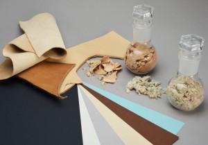 Muestra del papel reciclado de Favini compuesto por recortes de piel.