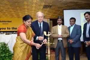 Stahl participa en un proyecto para limpiar el río Ganges