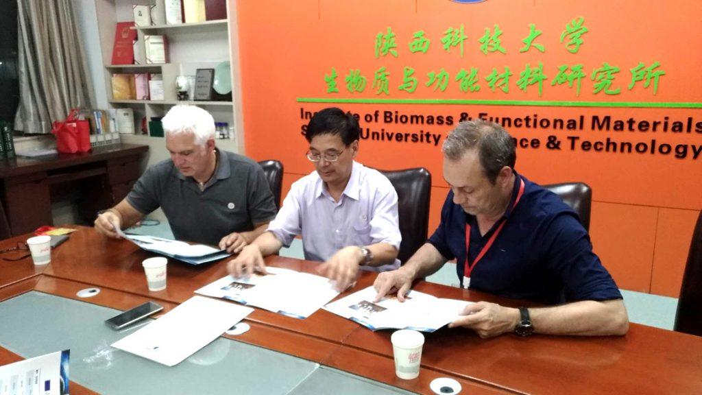 Firma del acuerdo entre Smit and Zoon y la Universidad de Shaanxi .