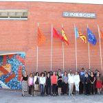 Responsables del proyecto Skills4Smart TCLF 2030 frente a las instalaciones de Inescop.