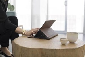 HP apuesta por el cuero en su último portátil