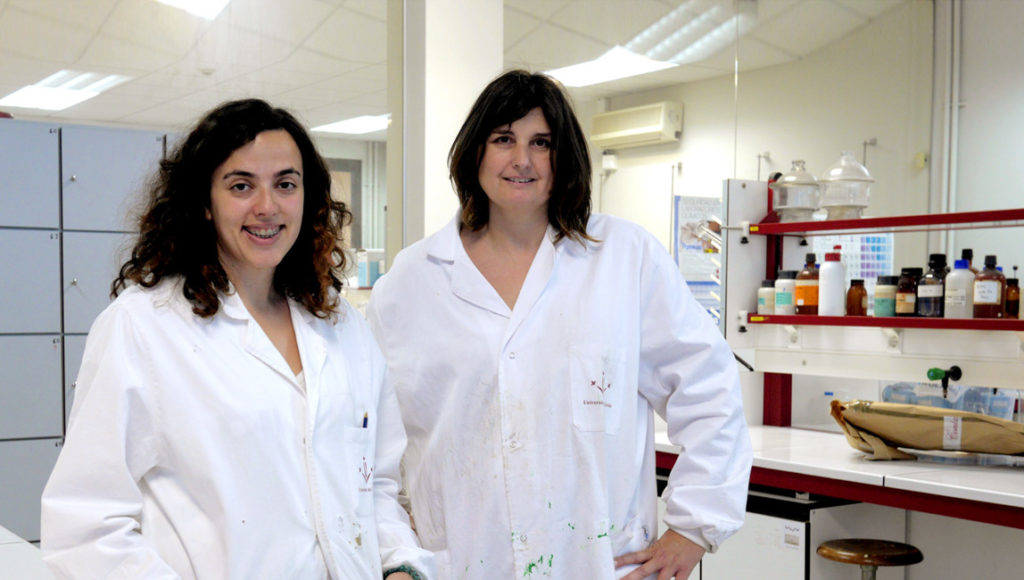 Las investigadoras Mireia Conde y Anna Bacardit.