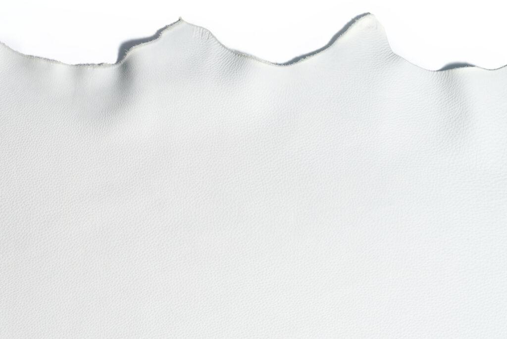 Piel curtida con Zeo-White, producto de Smit & Zoon de su línea Zeology basada en la zeolita.